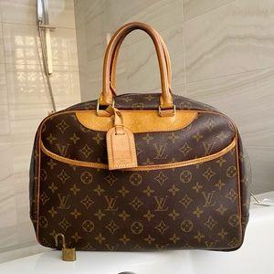 ♥️DEAUVILLE♥️ Authentic Louis Vuitton Hand Bag!